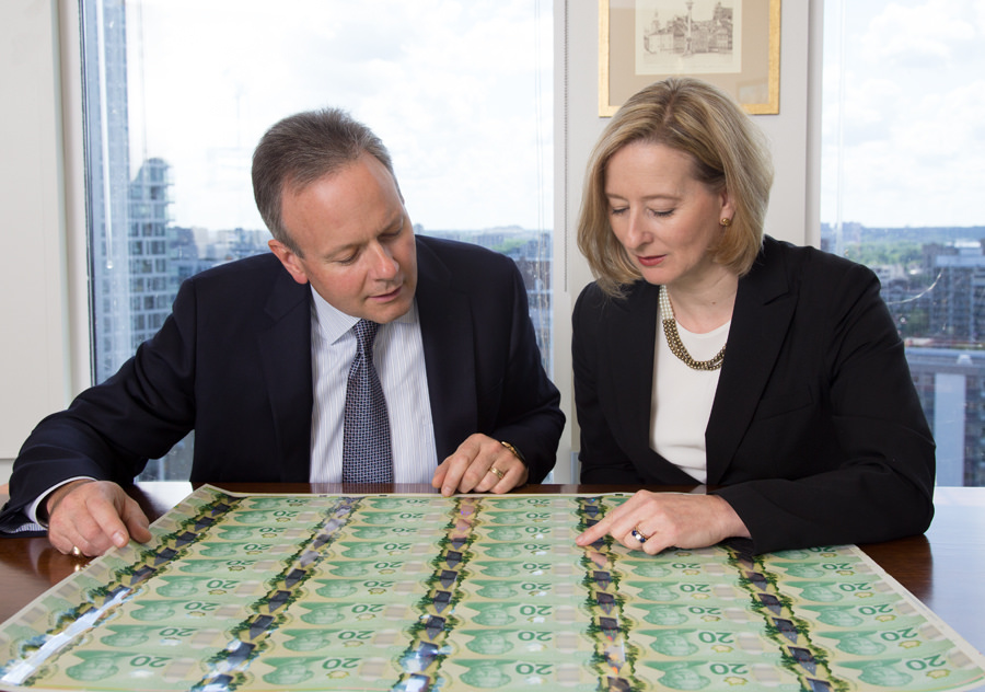 Governor Poloz and SDG Wilkins check out the first bank note sheets with both their signatures.